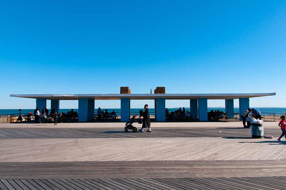 Walking on sunny day n°04. Coney Island, Brooklyn. New York 2019.