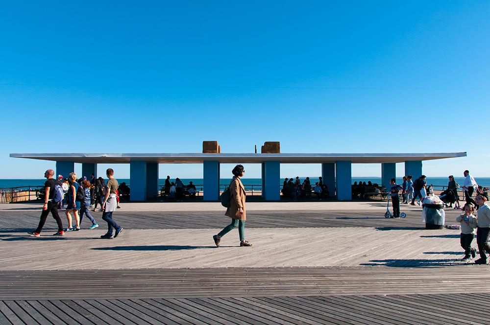 Walking on sunny day n°02. Coney Island, Brooklyn. New York 2019.