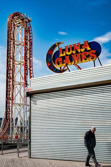 Luna Games and walking man. Coney Island, 2019.